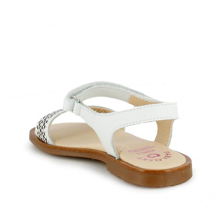 sandalias Pablosky blancas de piel con hebilla y detalle floral - Querol online