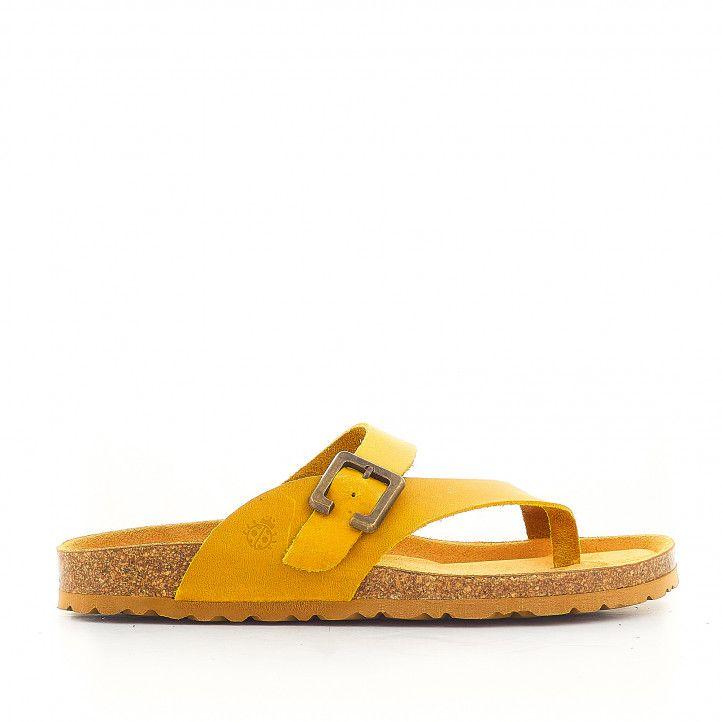 Sandalias planas Yokono con hebilla grande color mostaza - Querol online