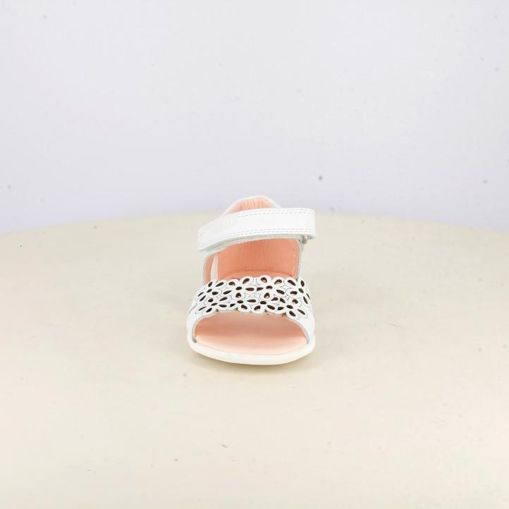 sandàlies Pablosky blanques de pell amb velcro i detall floral - Querol online
