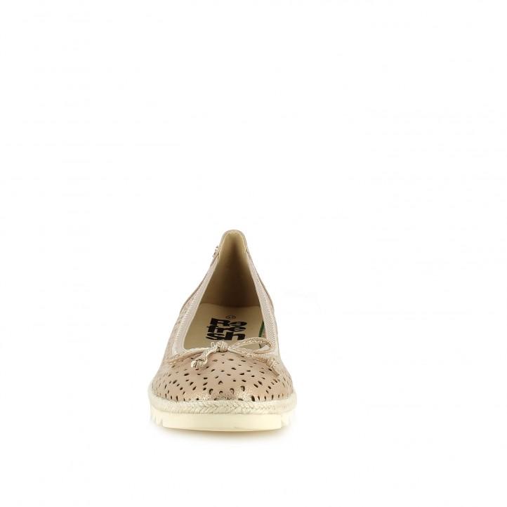 Zapatos planos Refresh rosa metalizado con orificios y lazo - Querol online