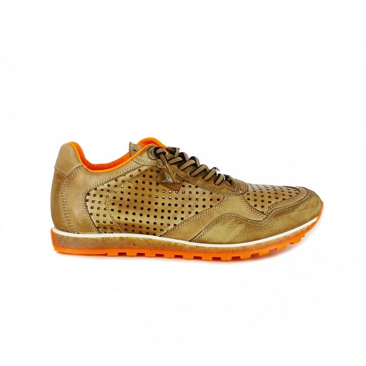 Zapatos sport Cetti marrones con cordones elásticos y orificios - Querol online