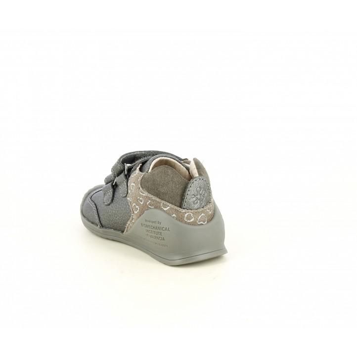Zapatos Biomecanics gris metalizado con serraje al tono, velcros y puntera reforzada - Querol online