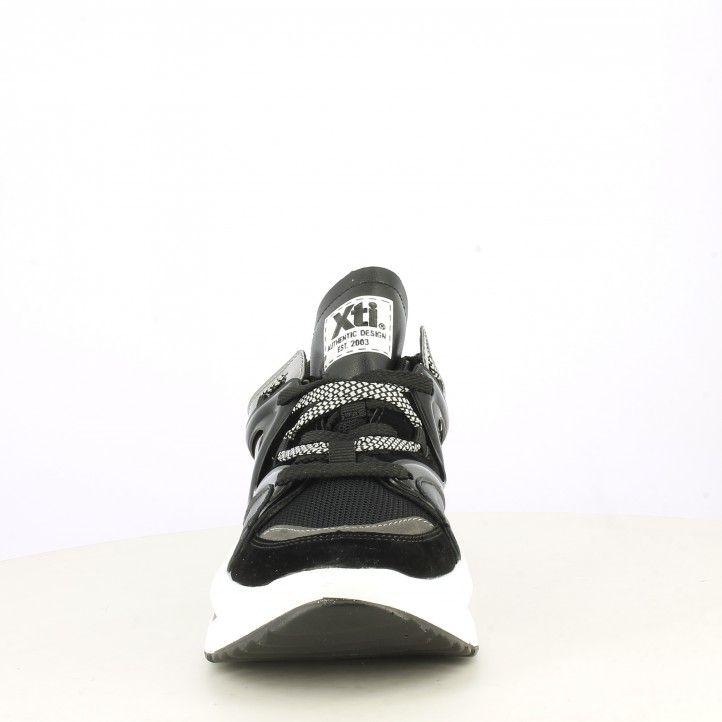 Zapatillas deportivas Xti negra con crodones suela de 5cm - Querol online