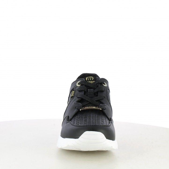 Zapatillas deportivas Mustang negras con diferentes texturas, cuña y cordones - Querol online