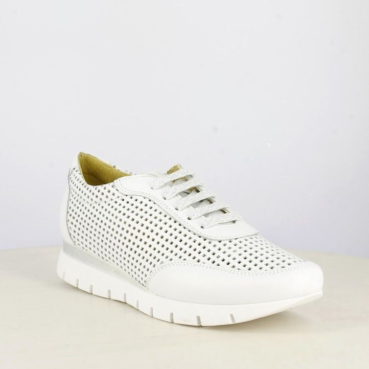 Zapatos planos Suite009 blancas en piel calada con cordones en detalles plateados - Querol online